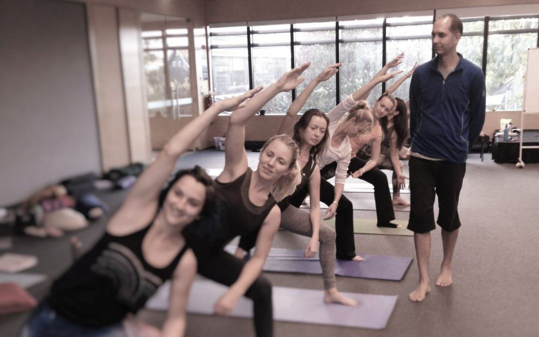 Tips To Cue Effectively When Teaching Yoga